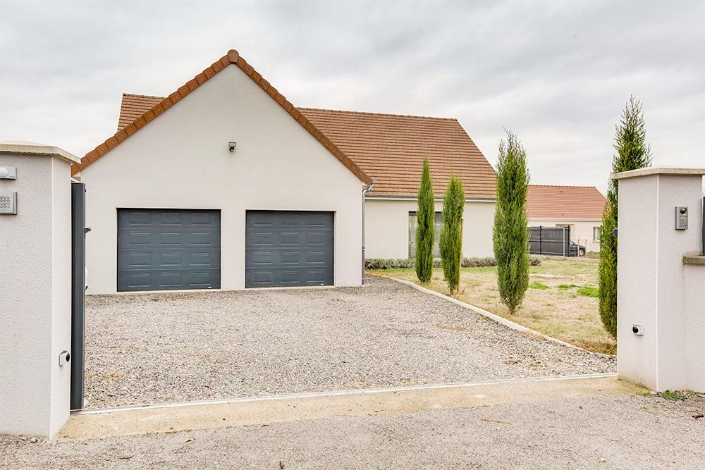 Maison Traditionnelle Avec Plan En L Et Double Garage Photo Et Video Maison